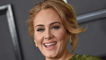 adele_at_the_59th_grammy_awards_in_2017_-_h_-_2020-928×523